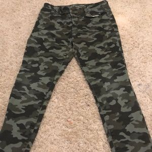Old Navy Great Condition Camo pants.